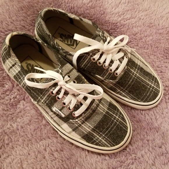 3bc0791d9bc SALE 🛑♤ Vans Plaid Women Size 8
